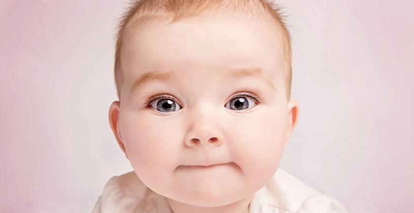 Göz teması bebeklerin dil becerilerini geliştirmesine nasıl yardımcı olur?