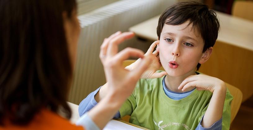 Dil ve Konuşma Terapisi Çocuğunuza Nasıl Yardımcı Olabilir?