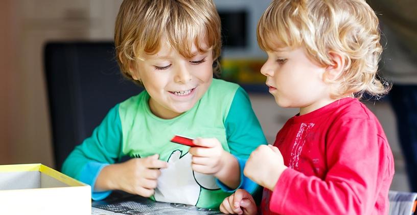 Otizmli Kardeşleri Olan Çocuklar Nasıl Desteklenir?