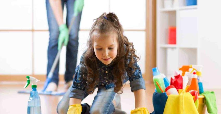 Küçük Çocuğunuza Ev İşlerinin Anlamını Öğretmek