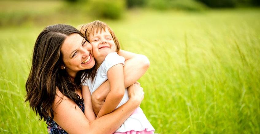 Yeni Çalışma: Çocuklarınıza Ne Kadar Fazla Sarılırsanız Beyinleri O Kadar Fazla Gelişiyor