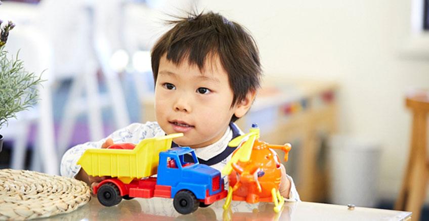 Çocuğunuzun Bağımsız Oyun Becerilerini Geliştirin