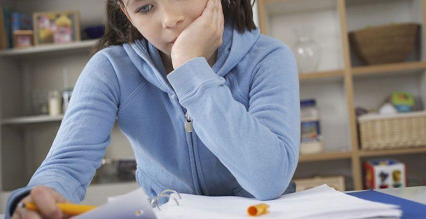 Ödevlerini Yaparken Çocuğunuzu Desteklemek İçin 8 İpucu