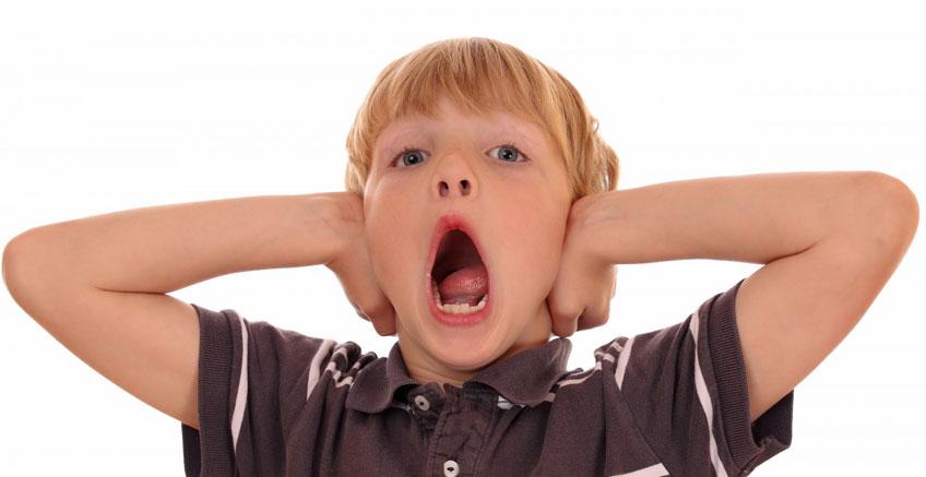 Dikkat Eksikliği ve Hiperaktivite Bozukluğu (DEHB) Olan Çocuğunuz Sinirlendiğinde ve Üzüldüğünde Yapmamanız Gereken 5 Şey