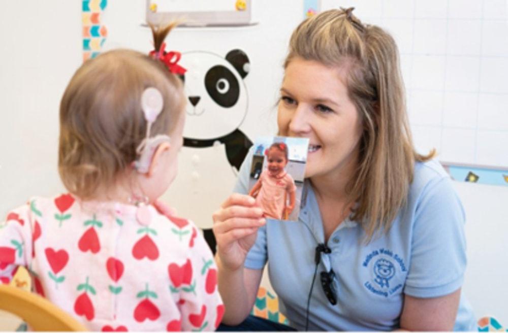 Koklear implantlar: Dil Gelişimi İçin Erken Müdahale