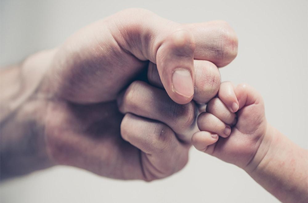 Yeni Babalar Rollerini Anlamak için Sosyal Medyayı Nasıl Kullanıyor?